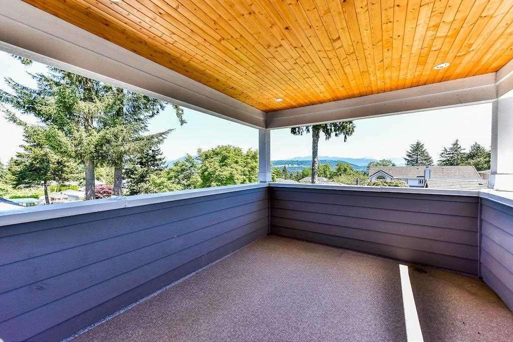 Half-duplex at 6076 WALKER AVENUE, Burnaby South, British Columbia. Image 15