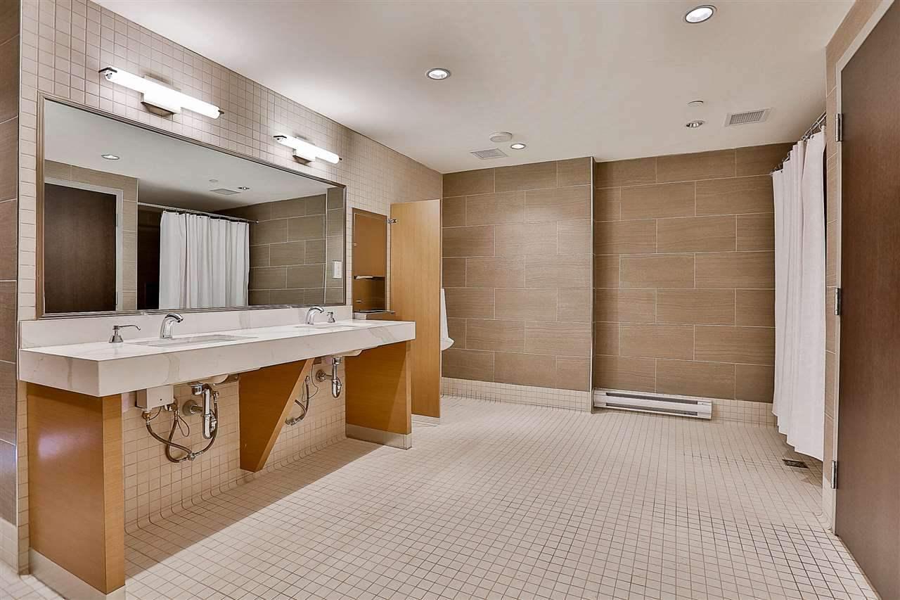 Condo Apartment at 3904 3080 LINCOLN AVENUE, Unit 3904, Coquitlam, British Columbia. Image 16