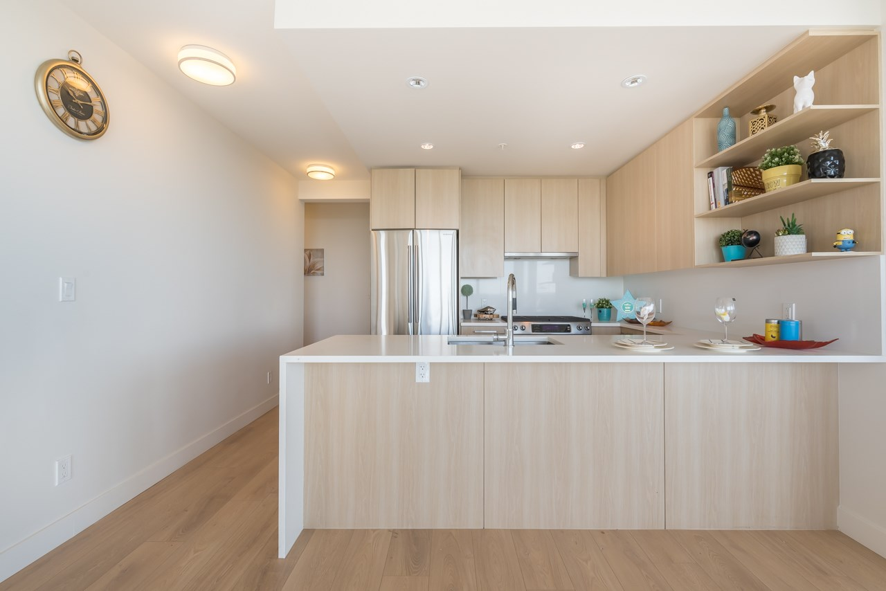 Condo Apartment at 1902 8288 GRANVILLE AVENUE, Unit 1902, Richmond, British Columbia. Image 6