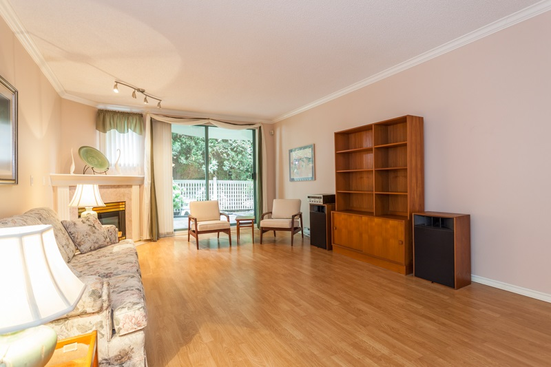 Condo Apartment at 102 1705 MARTIN DRIVE, Unit 102, South Surrey White Rock, British Columbia. Image 2