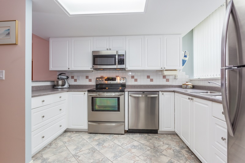 Condo Apartment at 102 1705 MARTIN DRIVE, Unit 102, South Surrey White Rock, British Columbia. Image 6