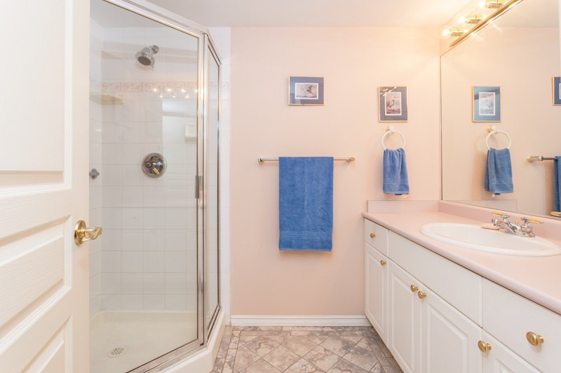 Condo Apartment at 102 1705 MARTIN DRIVE, Unit 102, South Surrey White Rock, British Columbia. Image 11