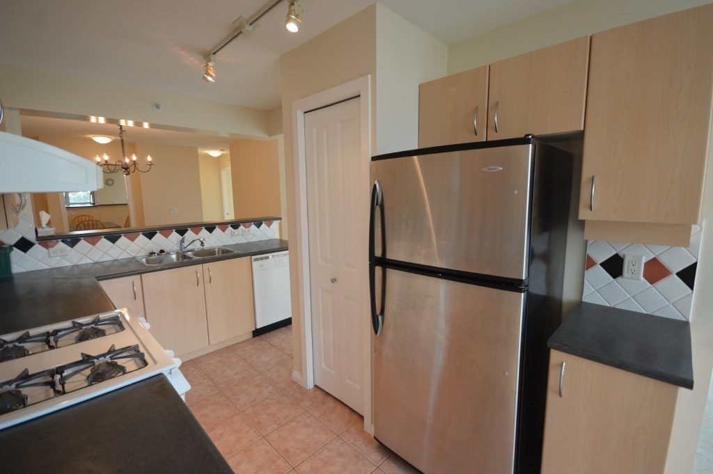 Condo Apartment at 401 4788 HAZEL STREET, Unit 401, Burnaby South, British Columbia. Image 4