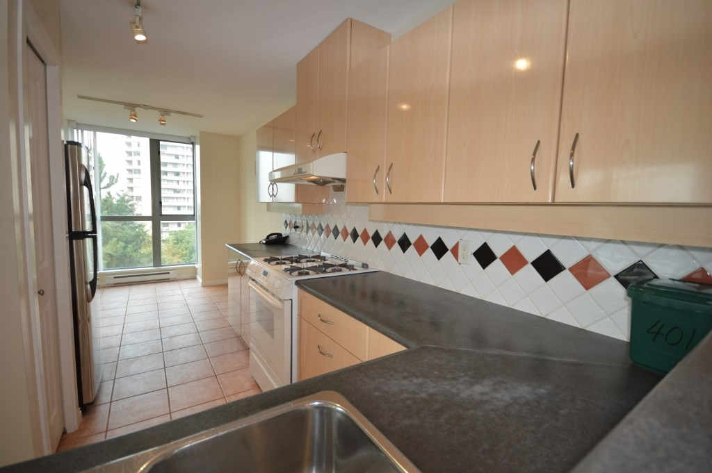 Condo Apartment at 401 4788 HAZEL STREET, Unit 401, Burnaby South, British Columbia. Image 5