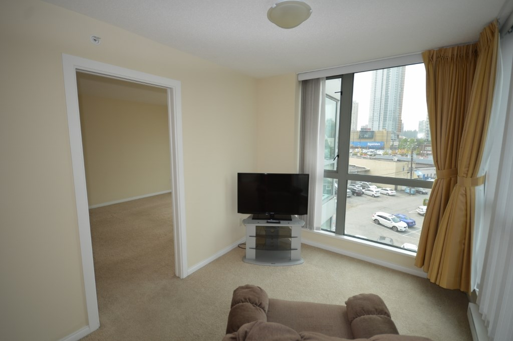 Condo Apartment at 401 4788 HAZEL STREET, Unit 401, Burnaby South, British Columbia. Image 13