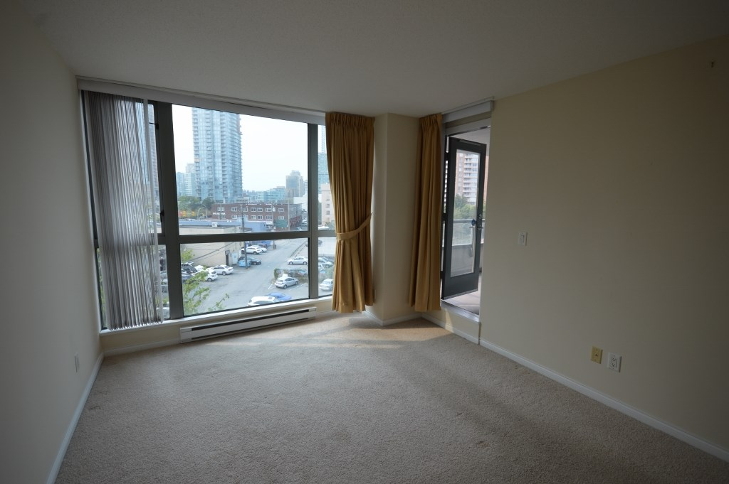 Condo Apartment at 401 4788 HAZEL STREET, Unit 401, Burnaby South, British Columbia. Image 15