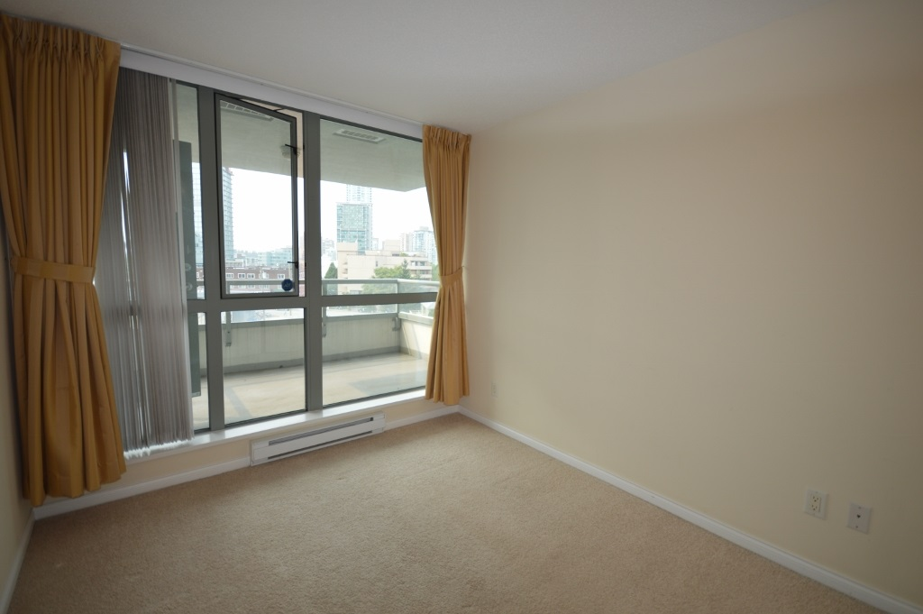 Condo Apartment at 401 4788 HAZEL STREET, Unit 401, Burnaby South, British Columbia. Image 18