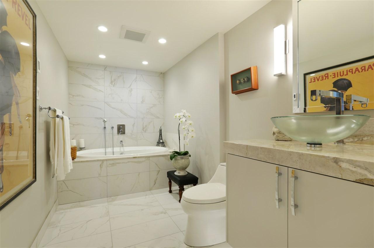 Condo Apartment at 12 2246 FOLKESTONE WAY, Unit 12, West Vancouver, British Columbia. Image 10