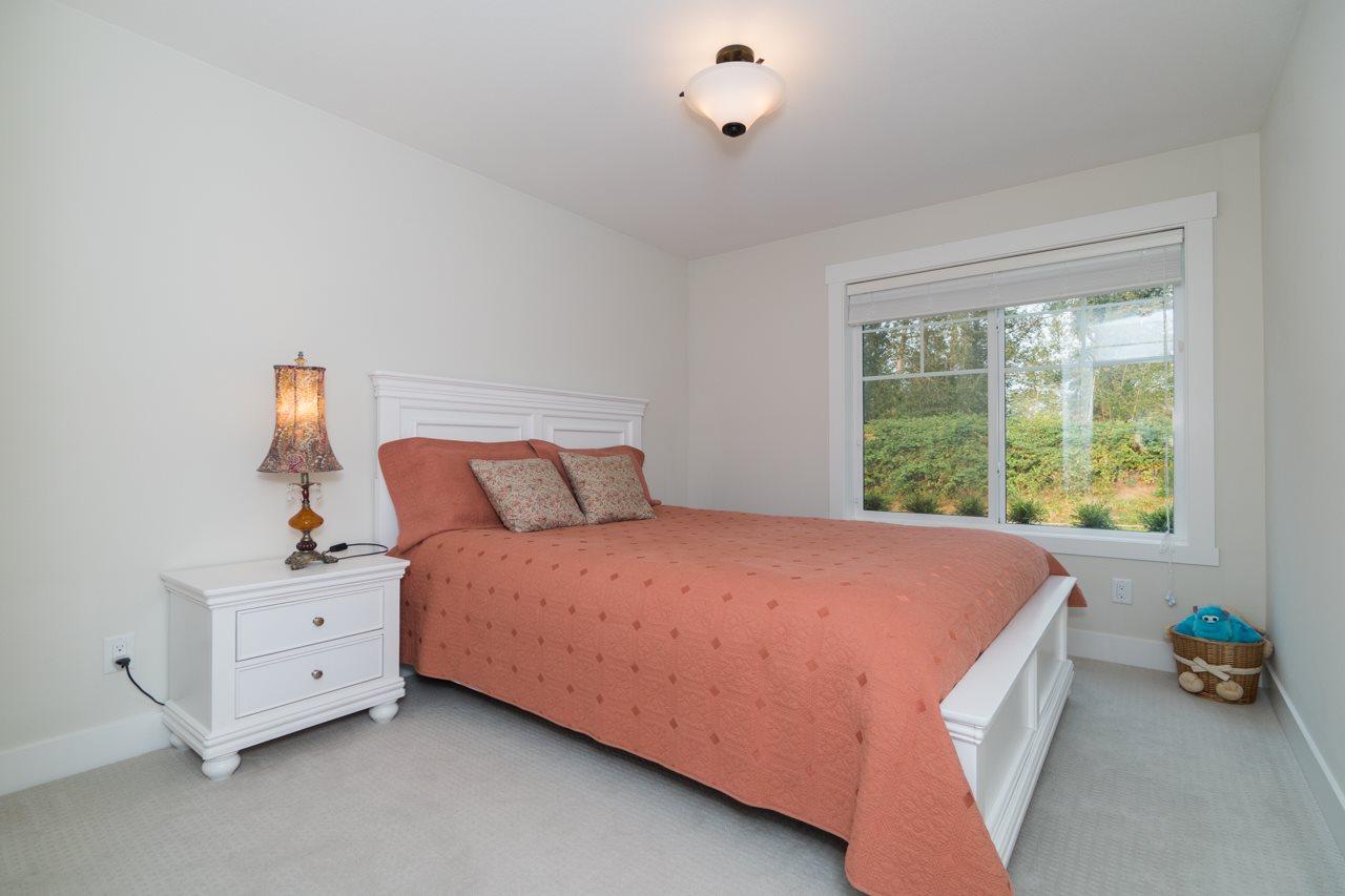 Half-duplex at 2259 165 STREET, South Surrey White Rock, British Columbia. Image 11
