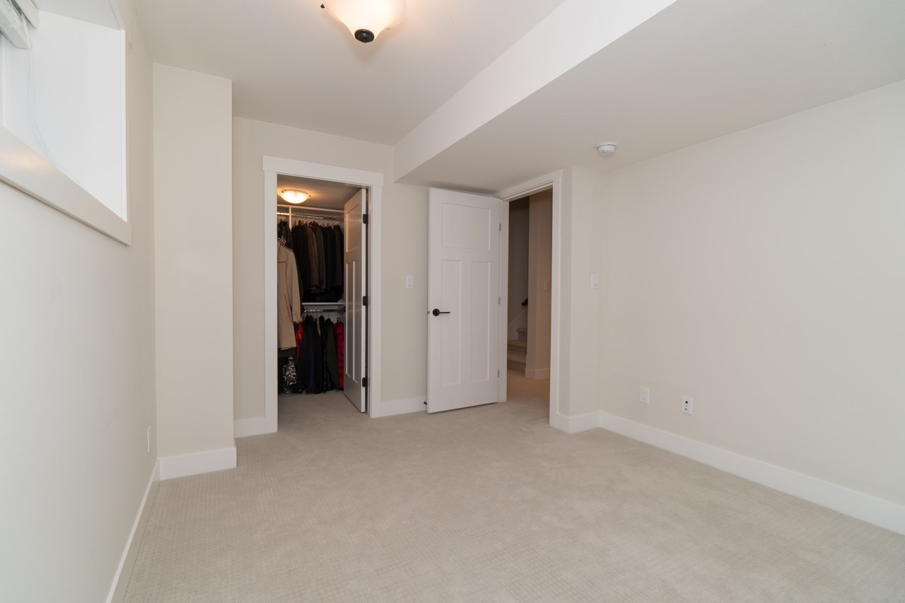 Half-duplex at 2259 165 STREET, South Surrey White Rock, British Columbia. Image 14
