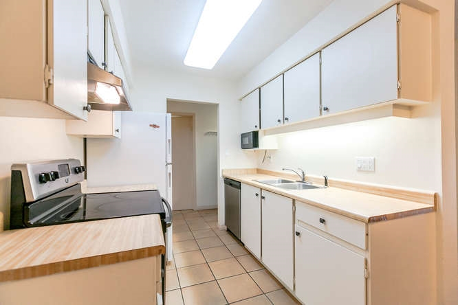 Condo Apartment at 408 4373 HALIFAX STREET, Unit 408, Burnaby North, British Columbia. Image 2