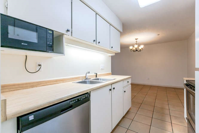 Condo Apartment at 408 4373 HALIFAX STREET, Unit 408, Burnaby North, British Columbia. Image 4
