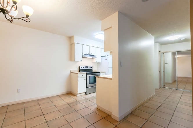 Condo Apartment at 408 4373 HALIFAX STREET, Unit 408, Burnaby North, British Columbia. Image 5