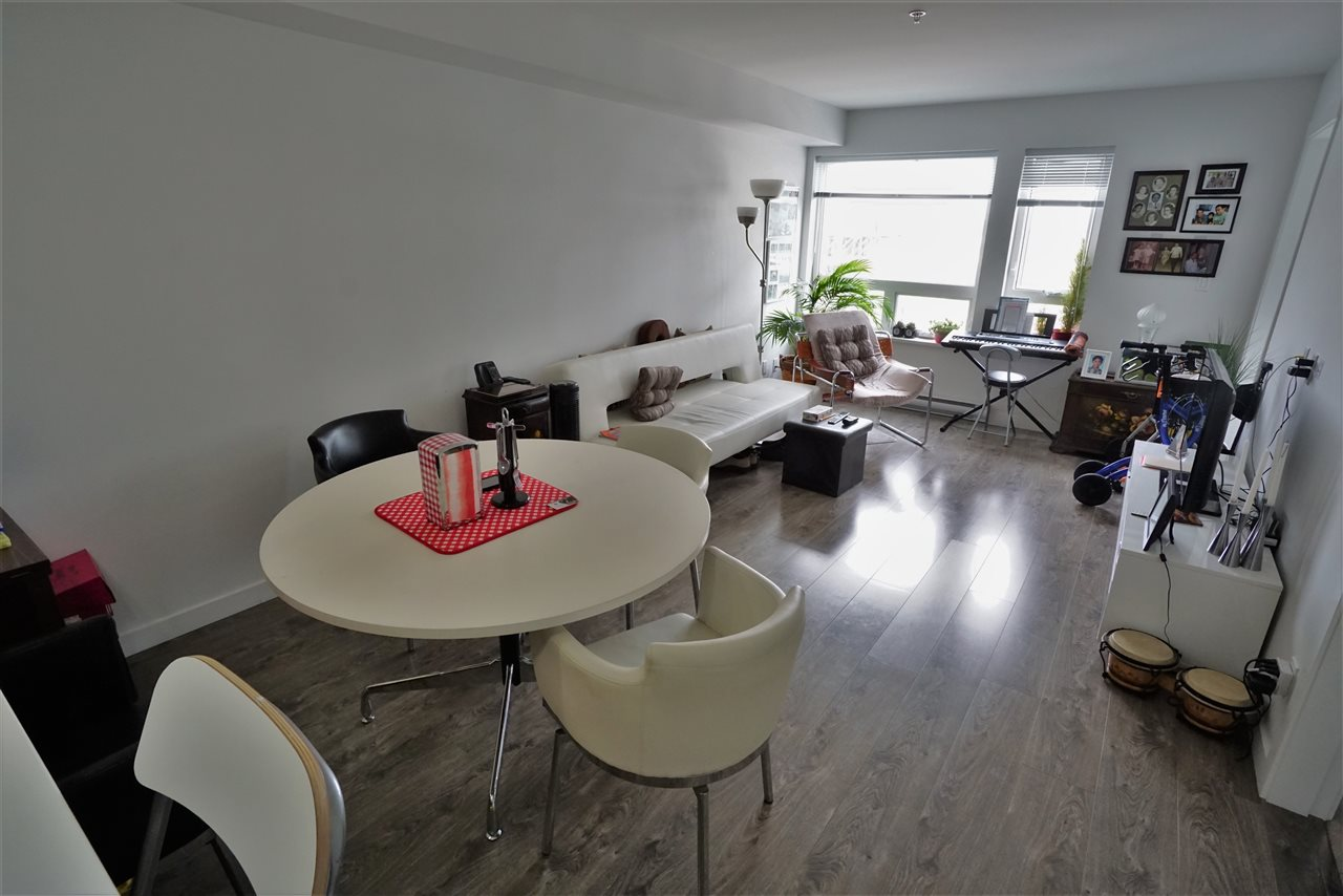 Condo Apartment at 301 12339 STEVESTON HIGHWAY, Unit 301, Richmond, British Columbia. Image 3