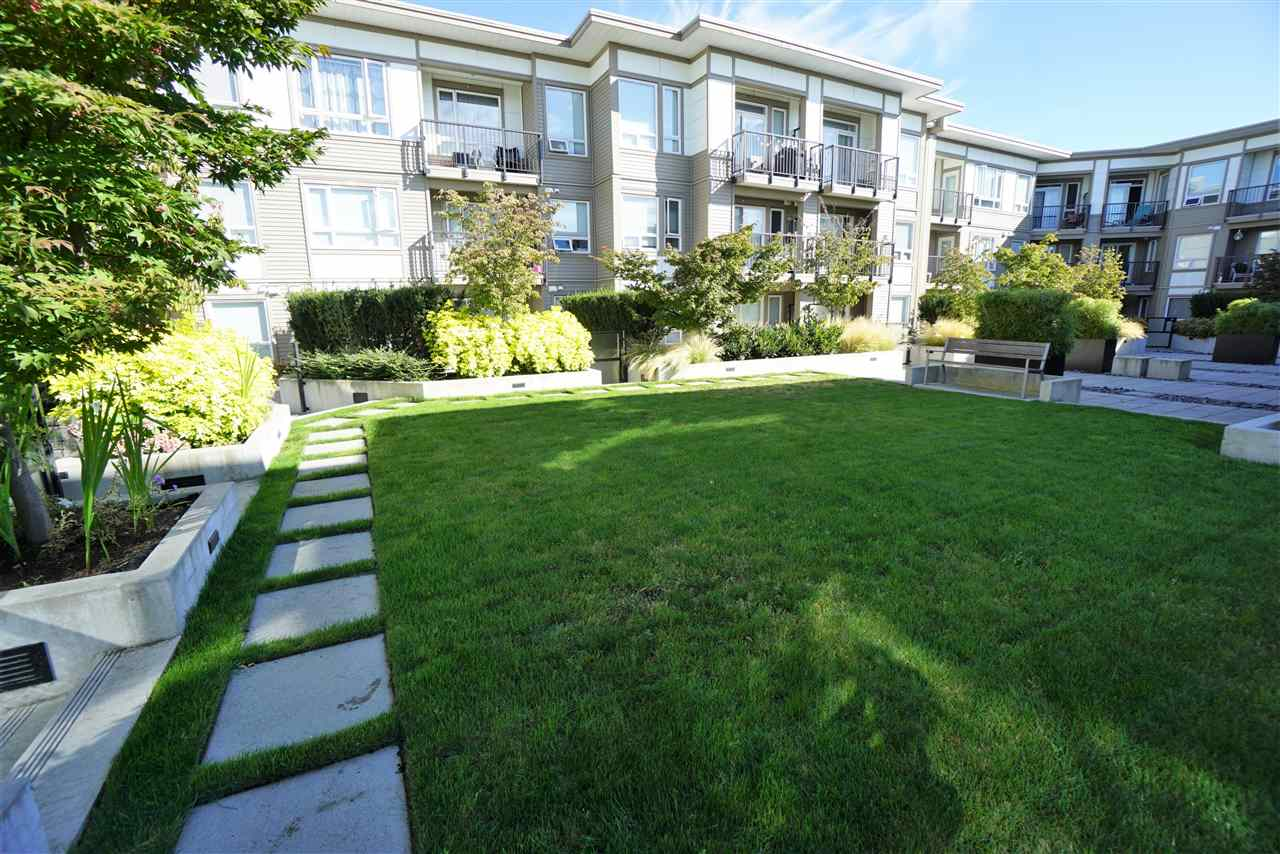 Condo Apartment at 301 12339 STEVESTON HIGHWAY, Unit 301, Richmond, British Columbia. Image 10