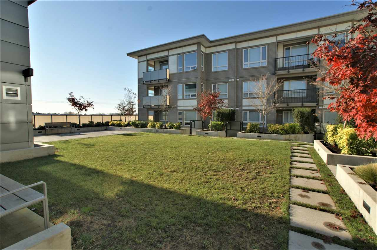 Condo Apartment at 301 12339 STEVESTON HIGHWAY, Unit 301, Richmond, British Columbia. Image 11