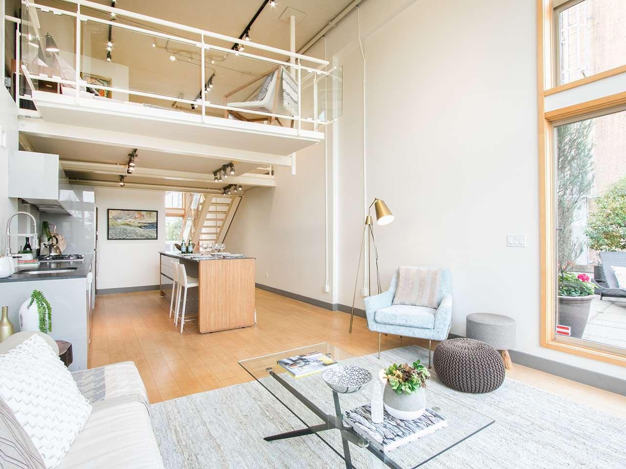 Condo Apartment at 403 1529 W 6TH AVENUE, Unit 403, Vancouver West, British Columbia. Image 5