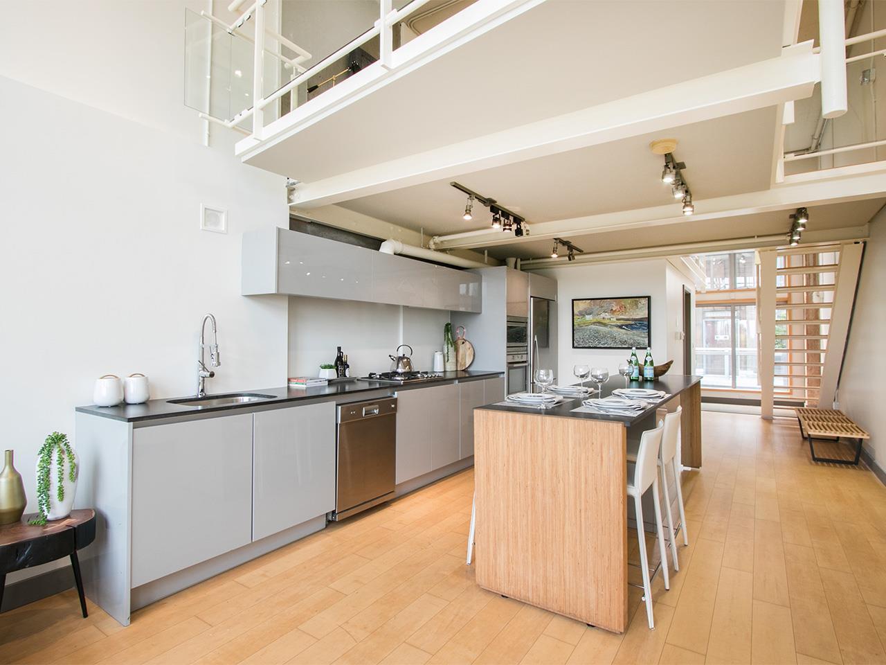 Condo Apartment at 403 1529 W 6TH AVENUE, Unit 403, Vancouver West, British Columbia. Image 6