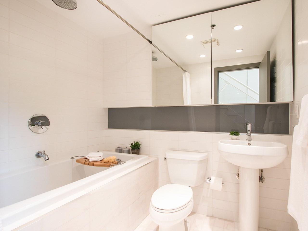Condo Apartment at 403 1529 W 6TH AVENUE, Unit 403, Vancouver West, British Columbia. Image 10