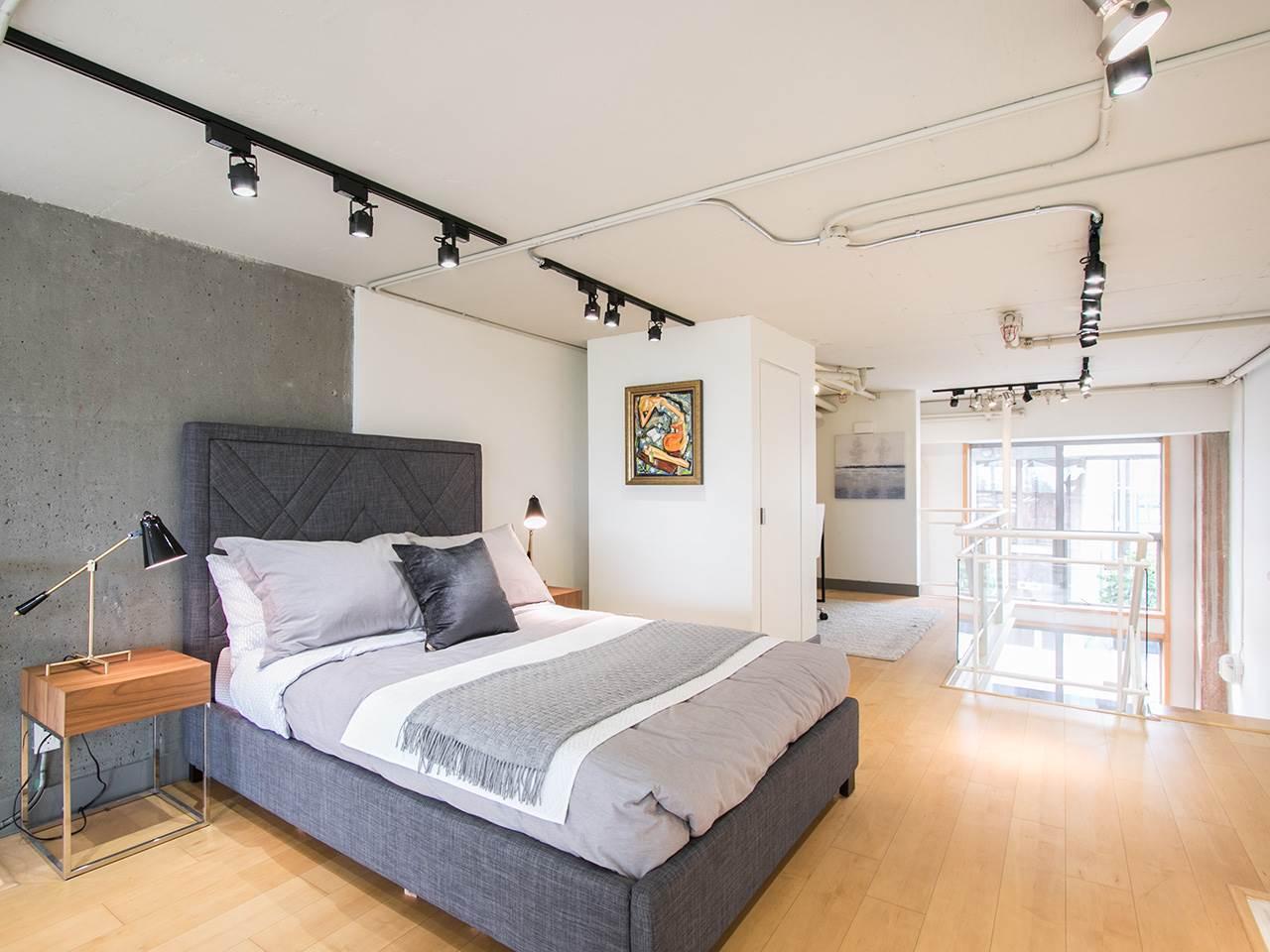 Condo Apartment at 403 1529 W 6TH AVENUE, Unit 403, Vancouver West, British Columbia. Image 13
