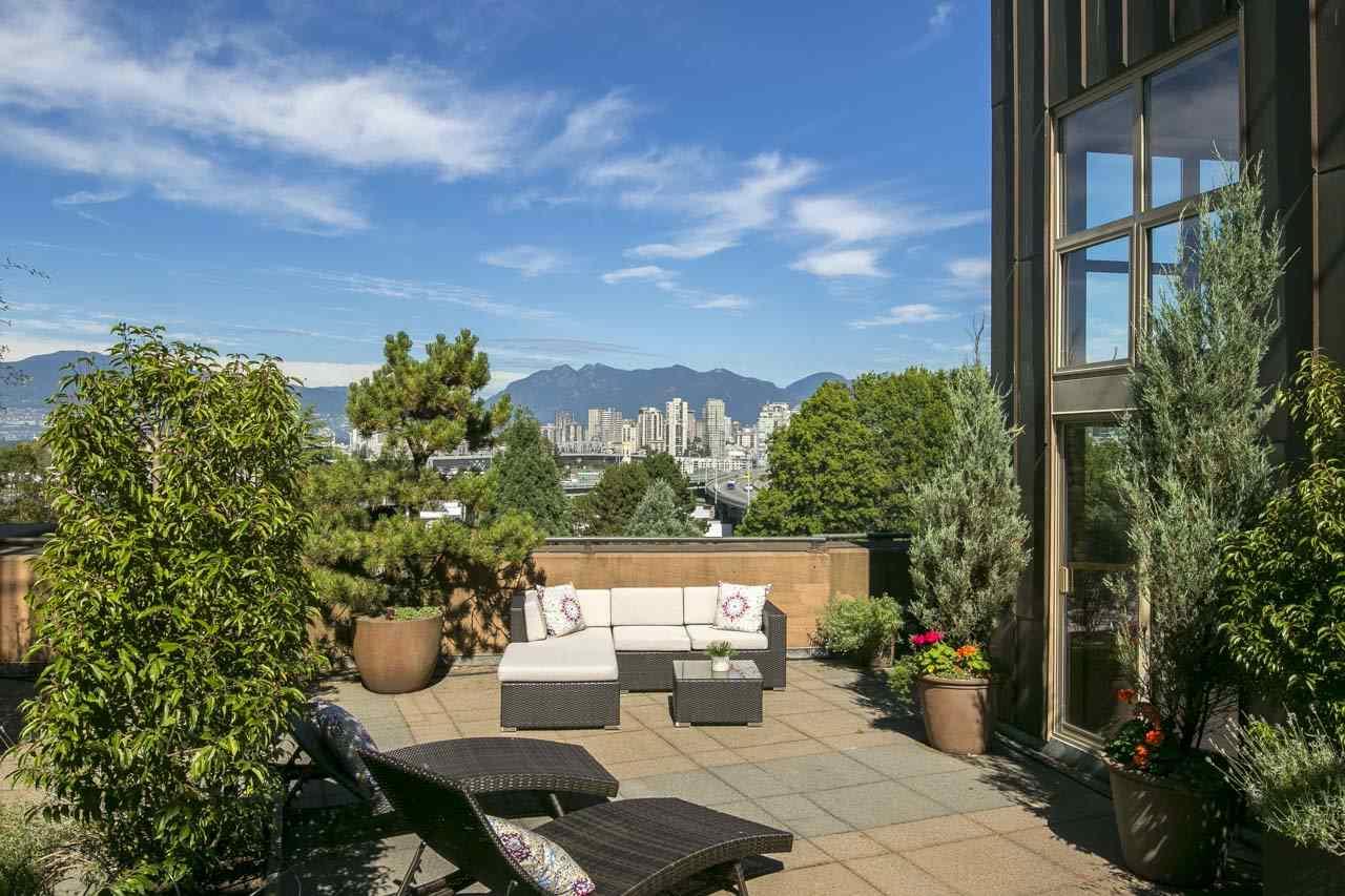 Condo Apartment at 403 1529 W 6TH AVENUE, Unit 403, Vancouver West, British Columbia. Image 17