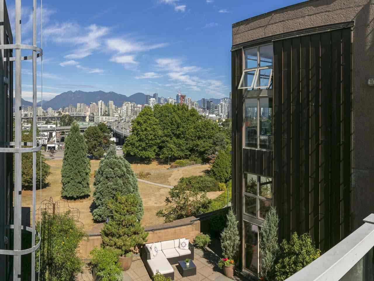 Condo Apartment at 403 1529 W 6TH AVENUE, Unit 403, Vancouver West, British Columbia. Image 19