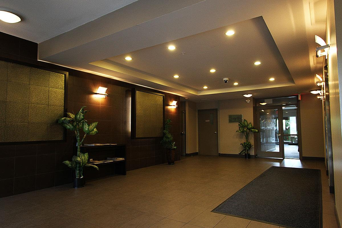 Condo Apartment at 326 9655 KING GEORGE BOULEVARD, Unit 326, North Surrey, British Columbia. Image 4