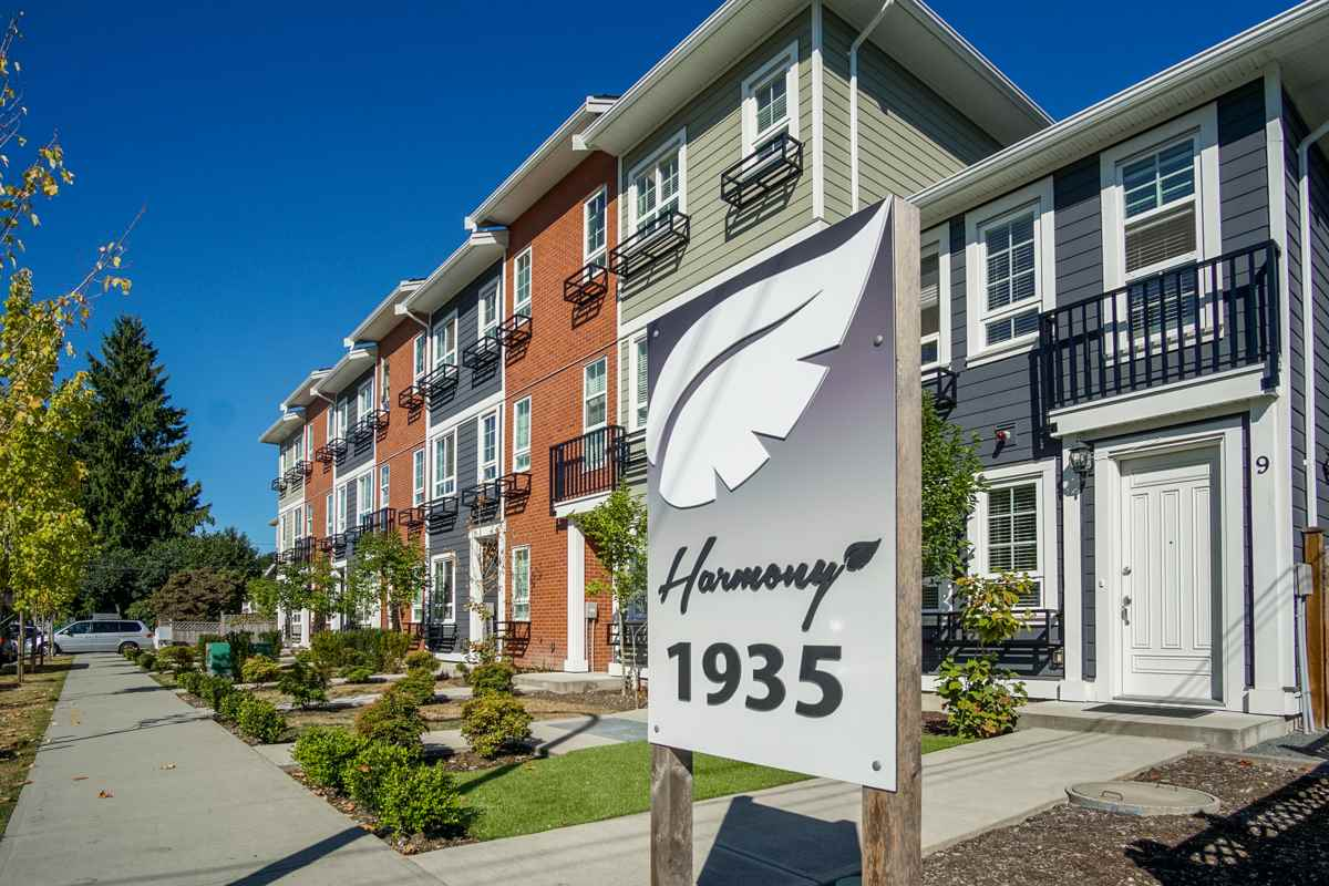 Townhouse at 4 1935 MANNING AVENUE, Unit 4, Port Coquitlam, British Columbia. Image 2