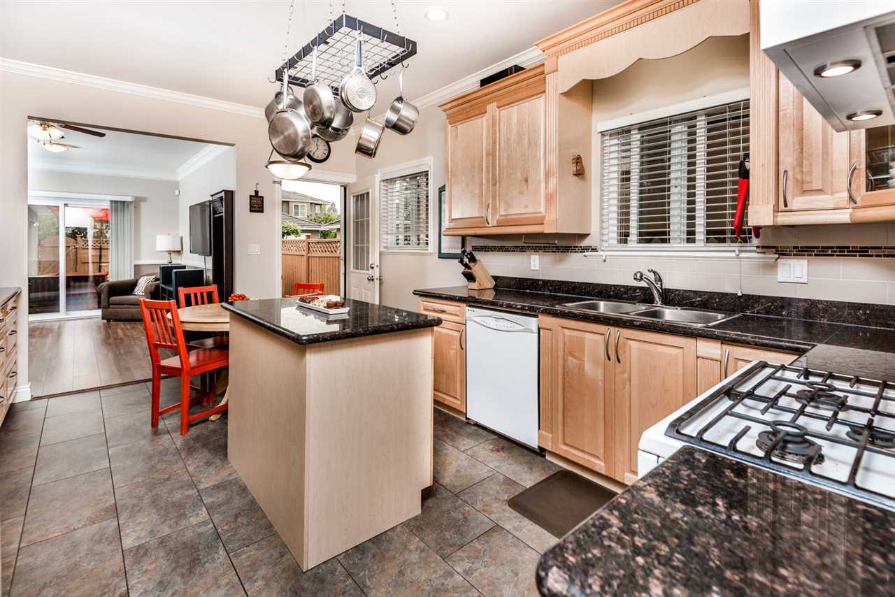 Half-duplex at 8428 14TH AVENUE, Burnaby East, British Columbia. Image 6