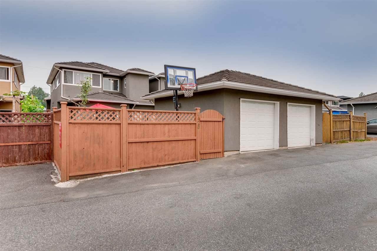 Half-duplex at 8428 14TH AVENUE, Burnaby East, British Columbia. Image 20
