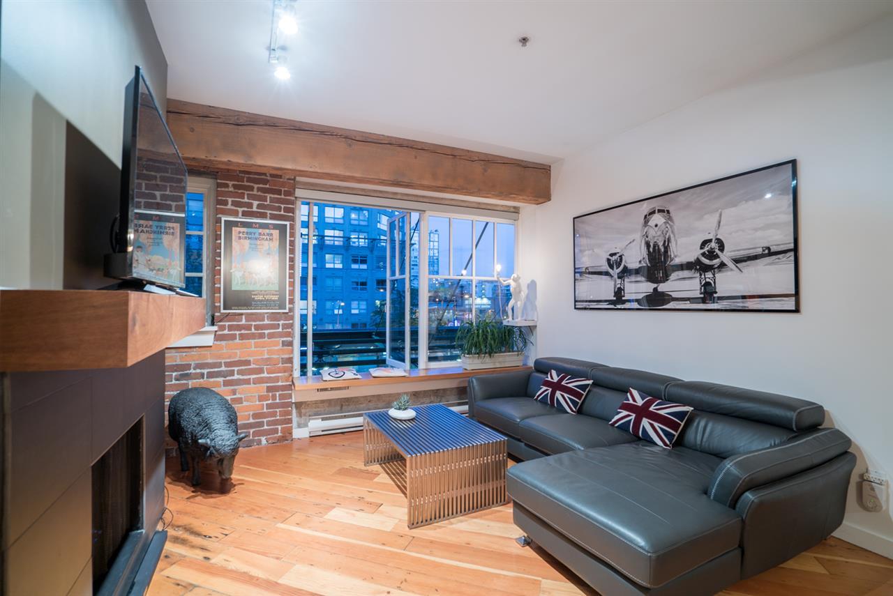 Condo Apartment at 210 1178 HAMILTON STREET, Unit 210, Vancouver West, British Columbia. Image 6