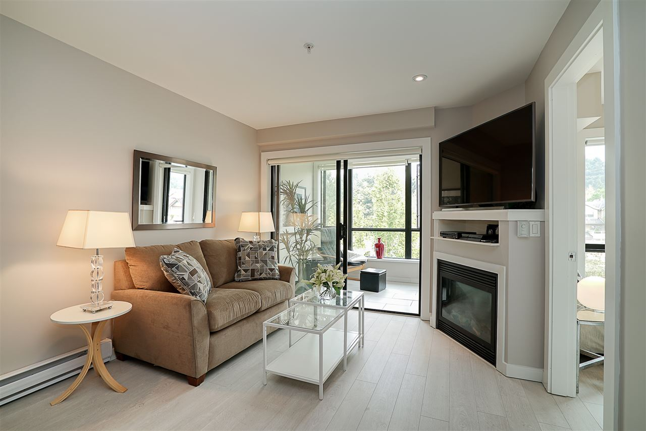 Condo Apartment at 405 935 W 16TH STREET, Unit 405, North Vancouver, British Columbia. Image 2