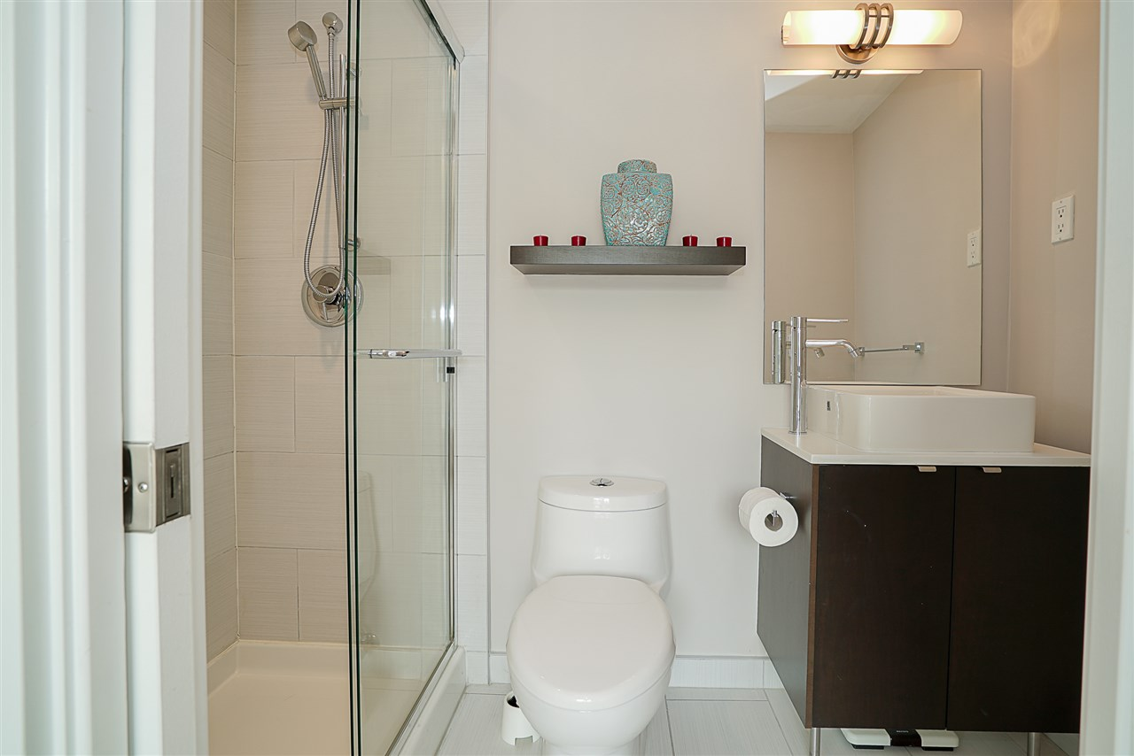 Condo Apartment at 405 935 W 16TH STREET, Unit 405, North Vancouver, British Columbia. Image 14