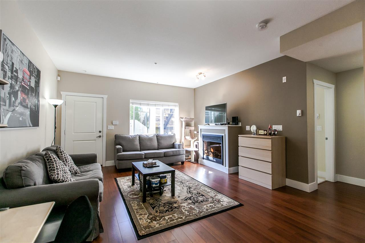 Townhouse at 102 368 ELLESMERE AVENUE, Unit 102, Burnaby North, British Columbia. Image 3