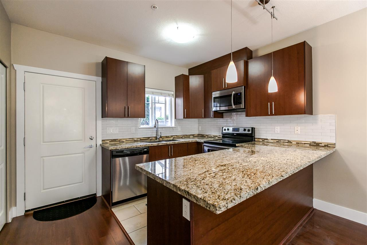 Townhouse at 102 368 ELLESMERE AVENUE, Unit 102, Burnaby North, British Columbia. Image 5