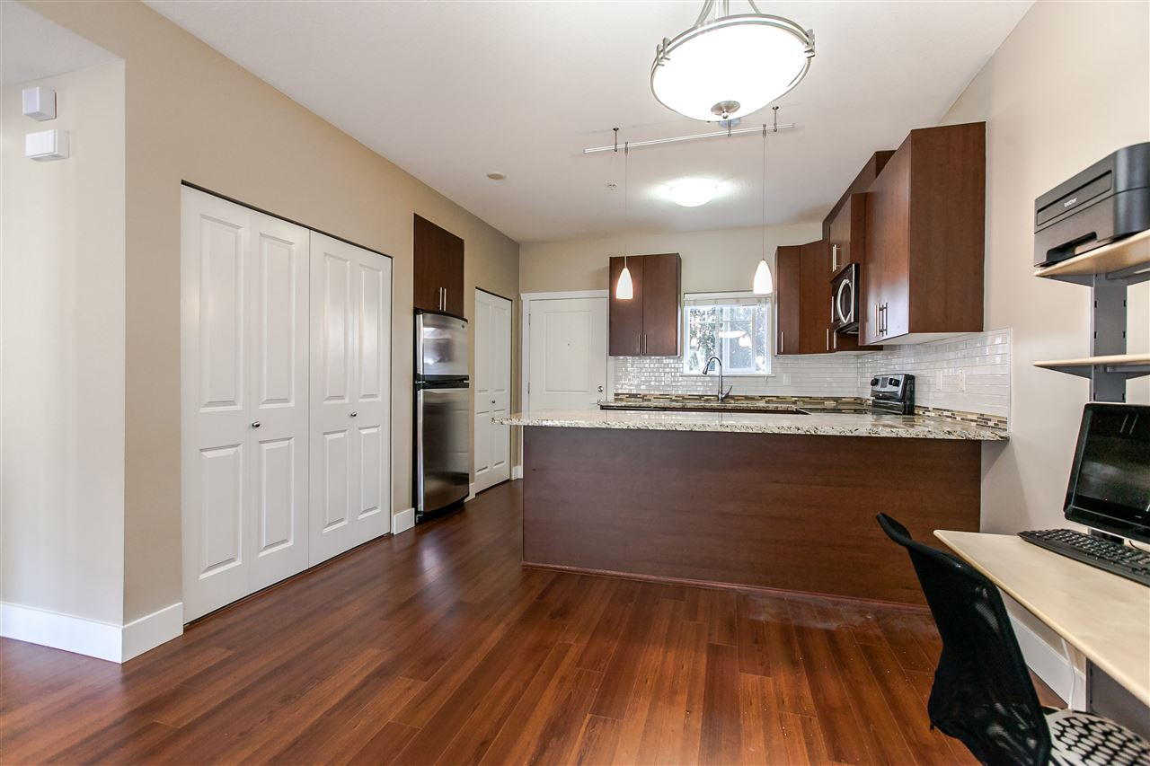 Townhouse at 102 368 ELLESMERE AVENUE, Unit 102, Burnaby North, British Columbia. Image 9