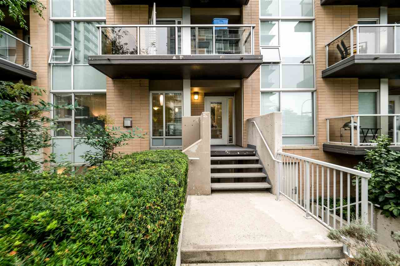 Townhouse at TH4 1288 CHESTERFIELD AVENUE, Unit TH4, North Vancouver, British Columbia. Image 1