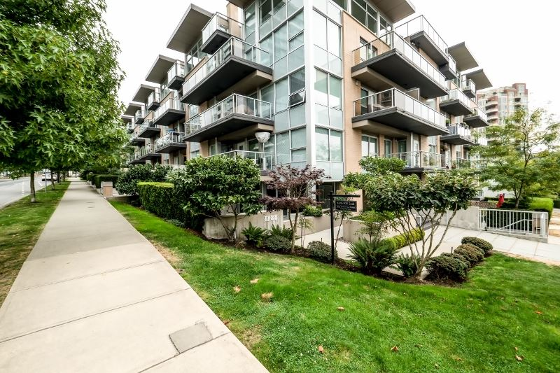 Townhouse at TH4 1288 CHESTERFIELD AVENUE, Unit TH4, North Vancouver, British Columbia. Image 2