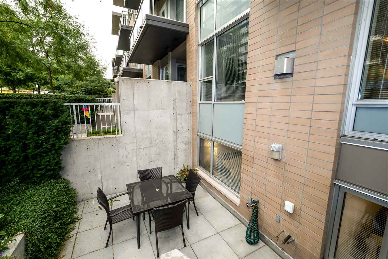 Townhouse at TH4 1288 CHESTERFIELD AVENUE, Unit TH4, North Vancouver, British Columbia. Image 3