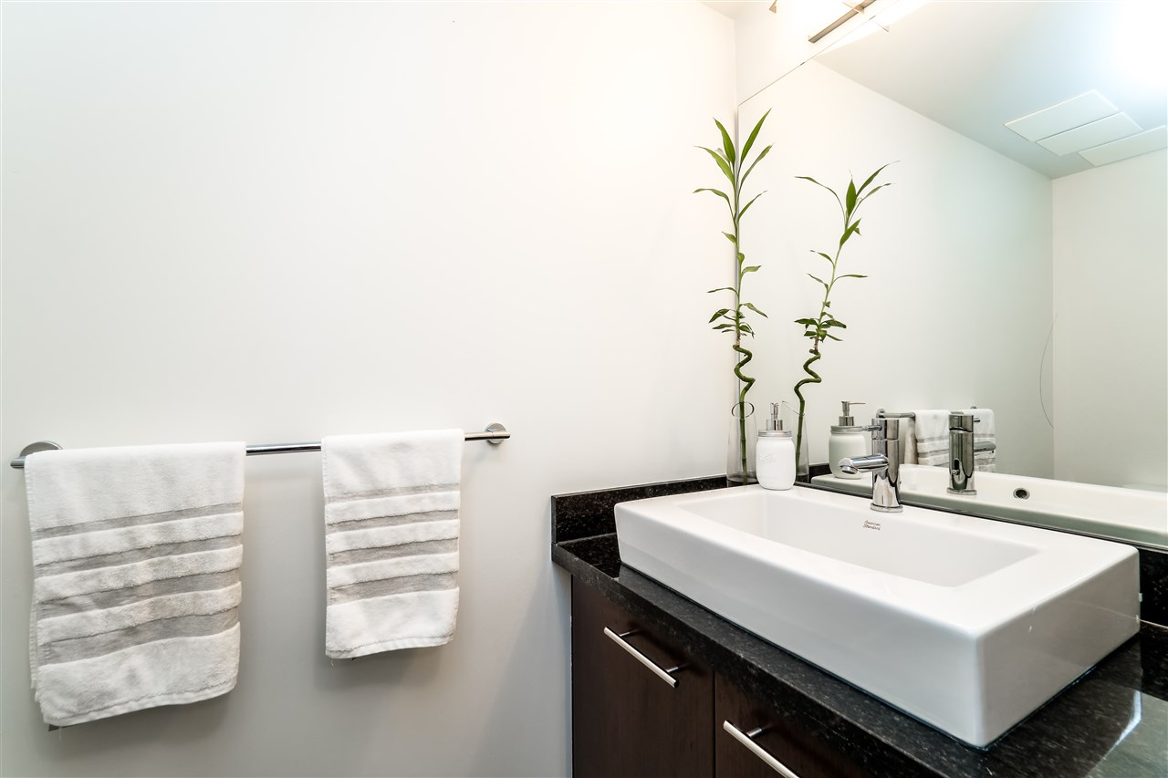 Townhouse at TH4 1288 CHESTERFIELD AVENUE, Unit TH4, North Vancouver, British Columbia. Image 7