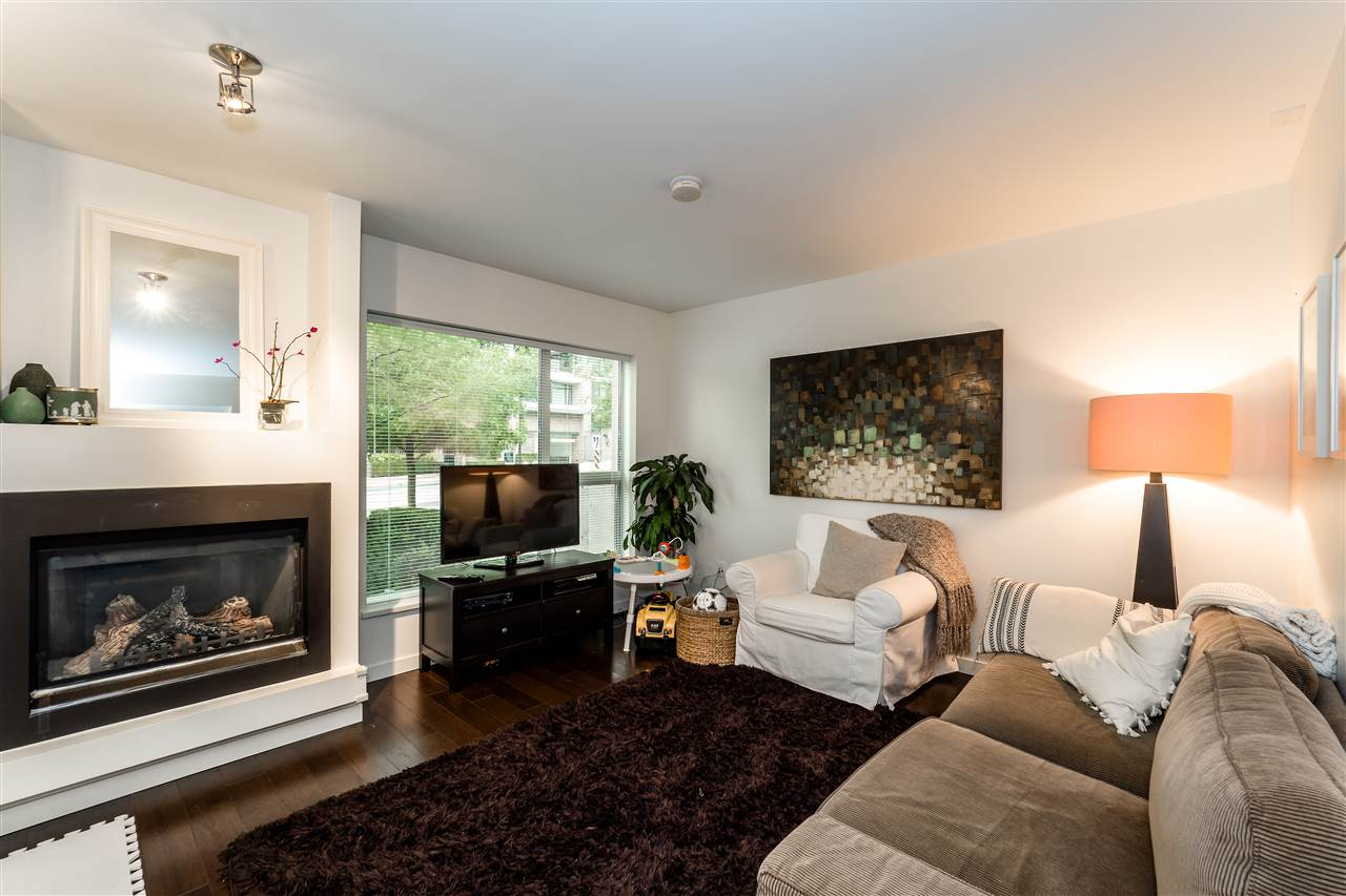 Townhouse at TH4 1288 CHESTERFIELD AVENUE, Unit TH4, North Vancouver, British Columbia. Image 8