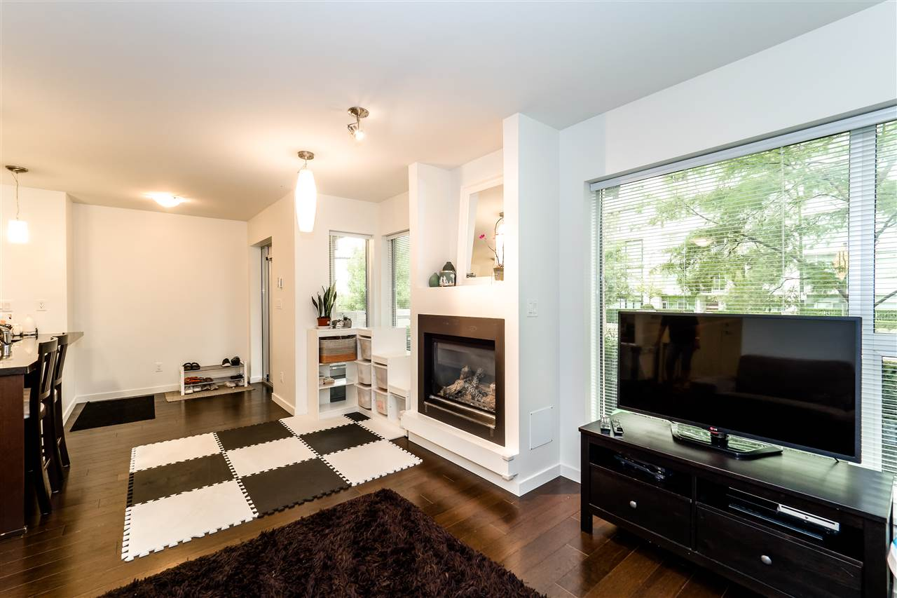 Townhouse at TH4 1288 CHESTERFIELD AVENUE, Unit TH4, North Vancouver, British Columbia. Image 12