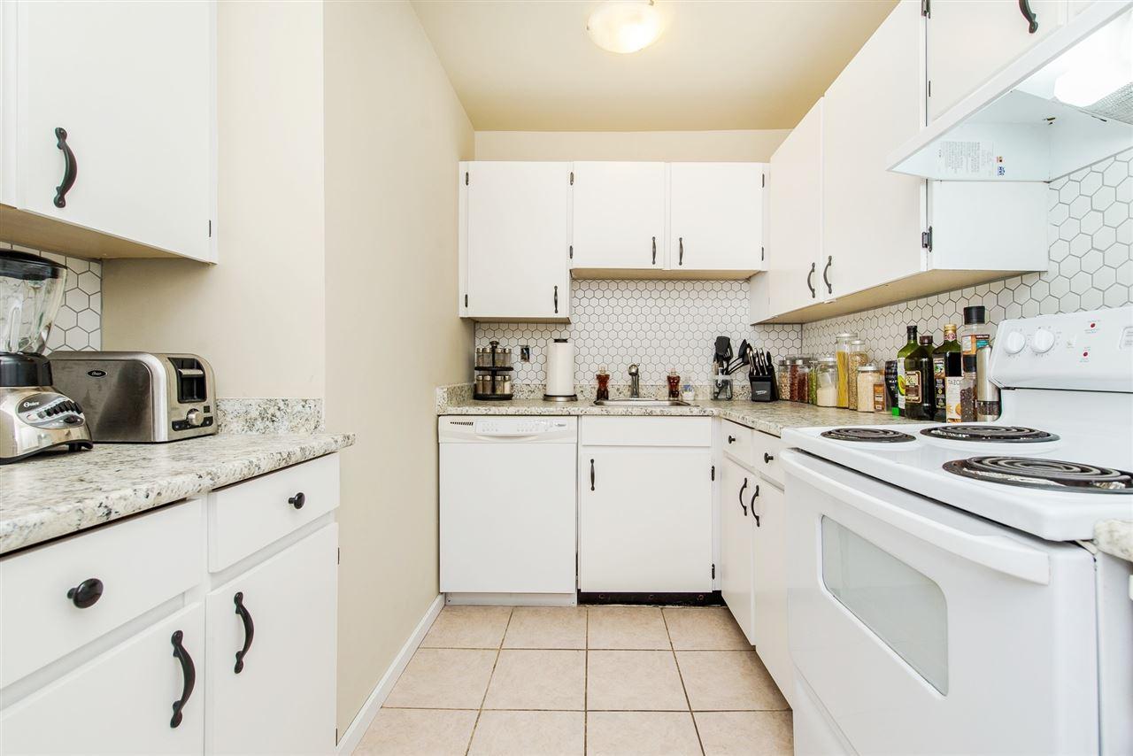Condo Apartment at 208 10698 151A STREET, Unit 208, North Surrey, British Columbia. Image 14