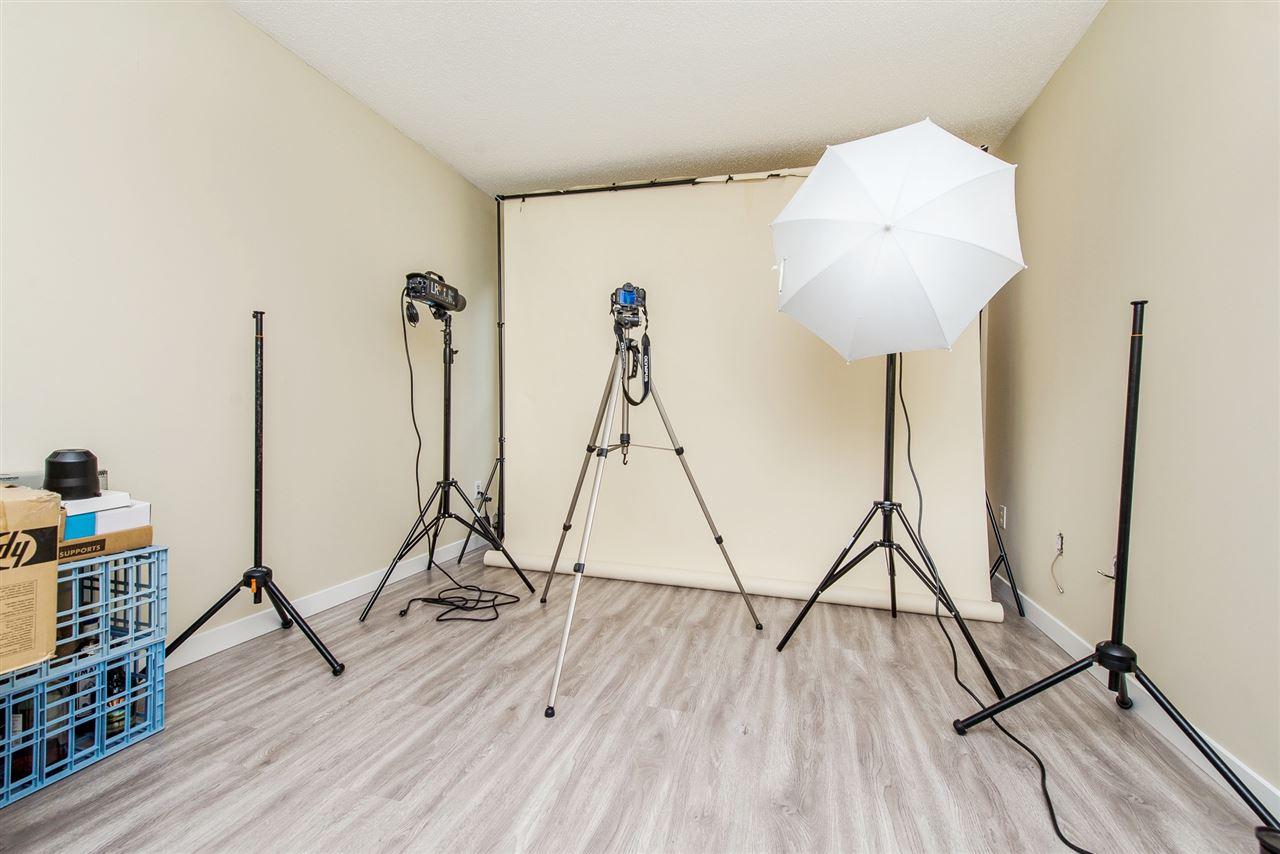Condo Apartment at 208 10698 151A STREET, Unit 208, North Surrey, British Columbia. Image 18