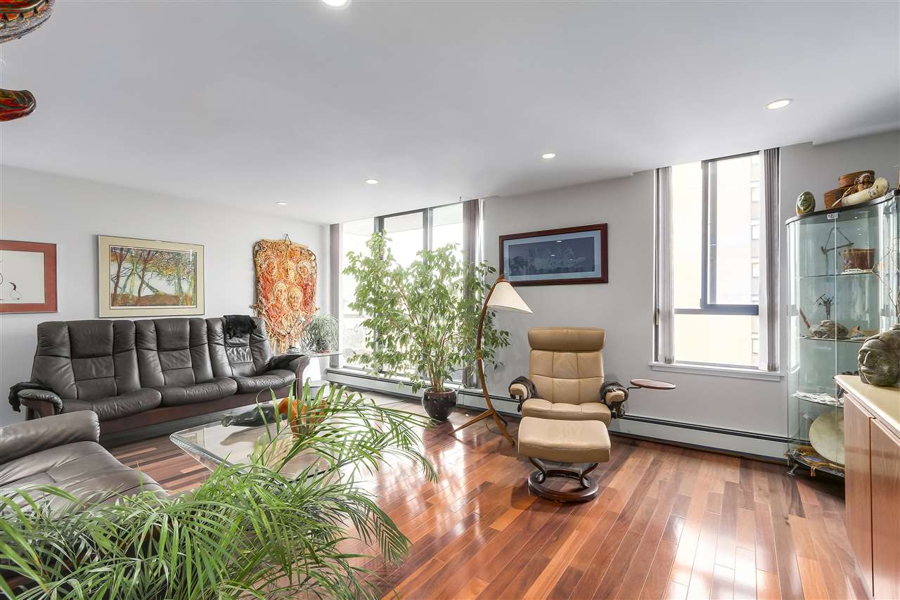 Condo Apartment at 1008 1720 BARCLAY STREET, Unit 1008, Vancouver West, British Columbia. Image 4