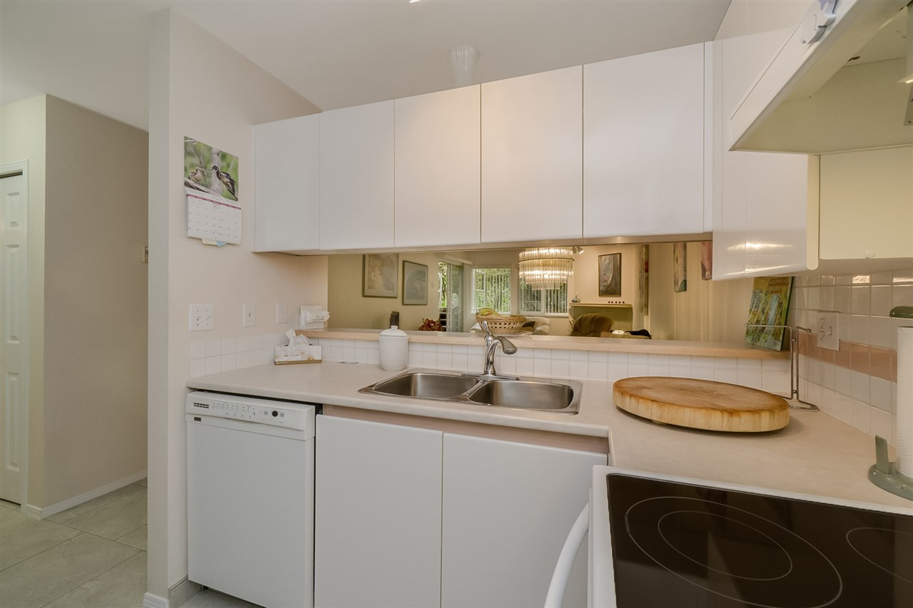 Condo Apartment at 105 7465 SANDBORNE AVENUE, Unit 105, Burnaby South, British Columbia. Image 11