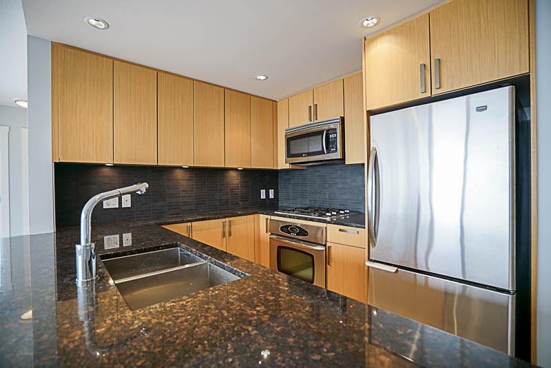 Condo Apartment at 906 2978 GLEN DRIVE, Unit 906, Coquitlam, British Columbia. Image 4