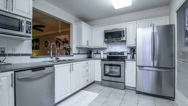 Townhouse at 405 9118 149 STREET, Unit 405, Surrey, British Columbia. Image 2