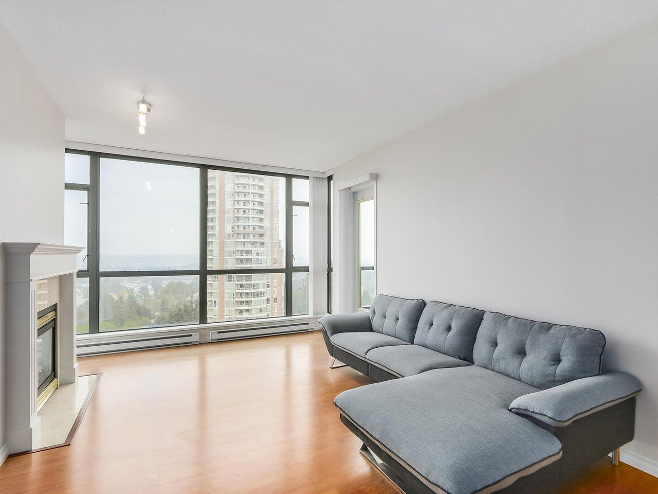 Condo Apartment at 1903 6837 STATION HILL DRIVE, Unit 1903, Burnaby South, British Columbia. Image 6