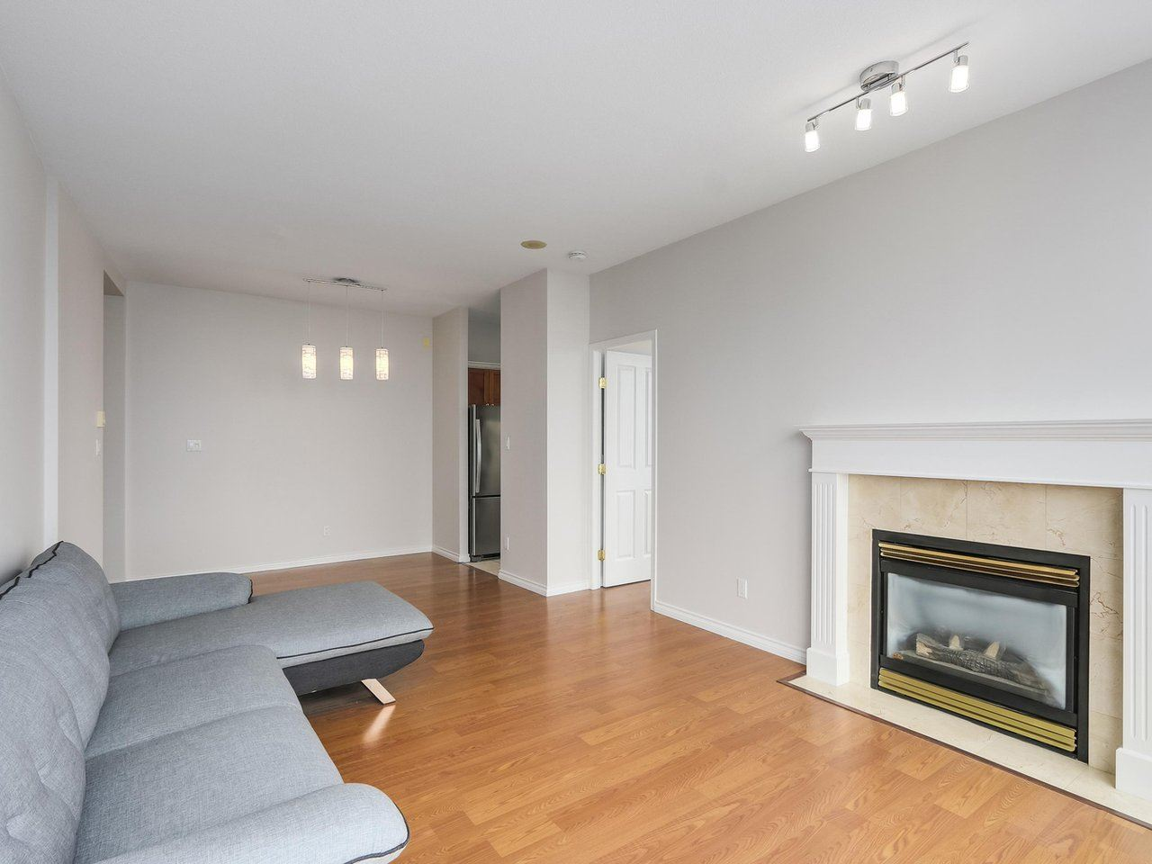 Condo Apartment at 1903 6837 STATION HILL DRIVE, Unit 1903, Burnaby South, British Columbia. Image 7